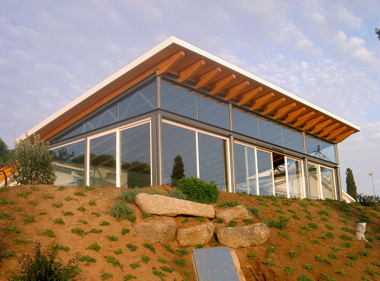 Pabellón con piscina interior-exterior