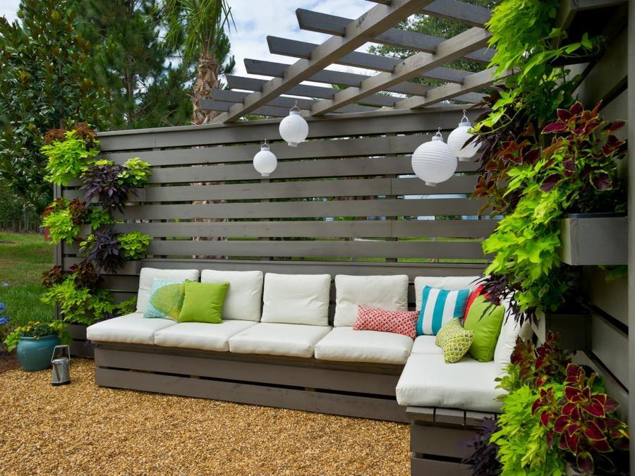 Eres fan de los palets mira todo lo que puedes hacer for Como decorar un patio con pileta