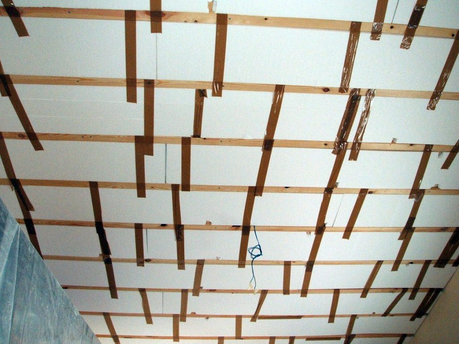 Instalaci n de paneles de madera en techo habitaci n - Paneles decorativos para techos ...