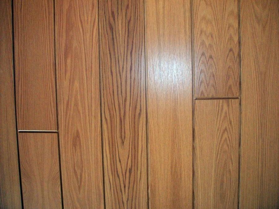 Instalaci n de paneles de madera en techo habitaci n for Paneles de madera para pared