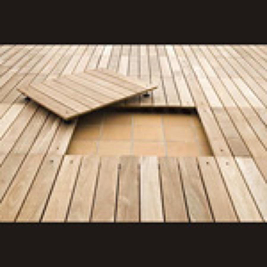 paneles de madera sobre suelo