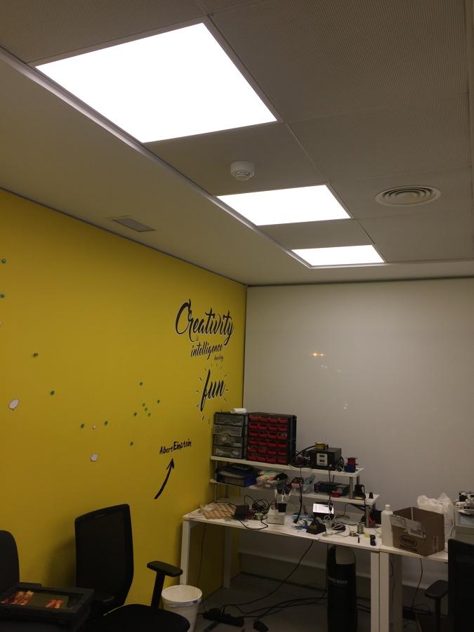 Paneles LED 59x59 cm zona taller electronica