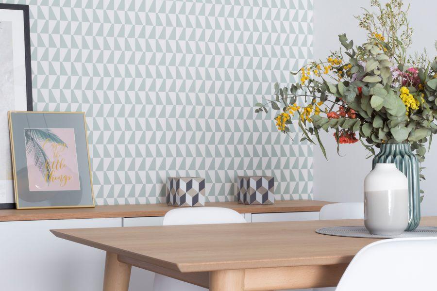 Papel pintado estilo nórdico efecto geométrico en el salón