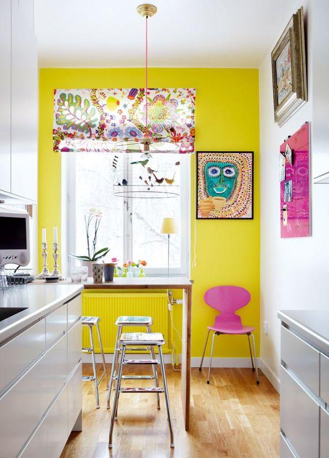 pared amarilla cocina