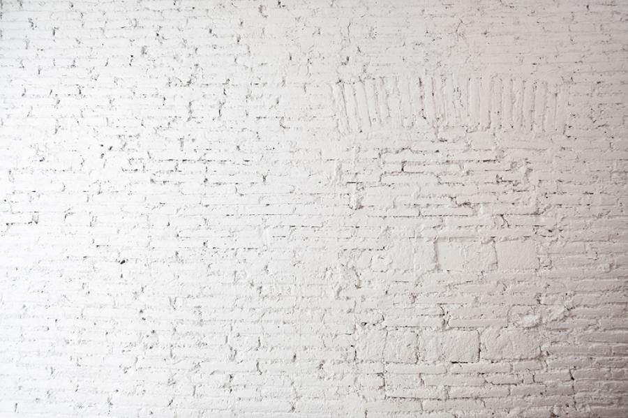 Pared de ladrillo visti pintado de blanco