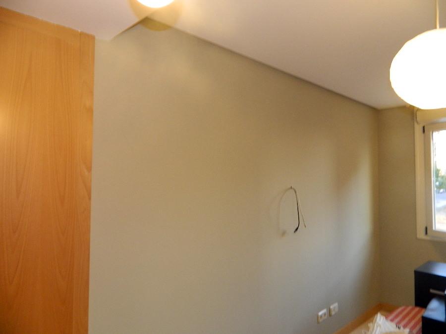pared pintada en plastica de color