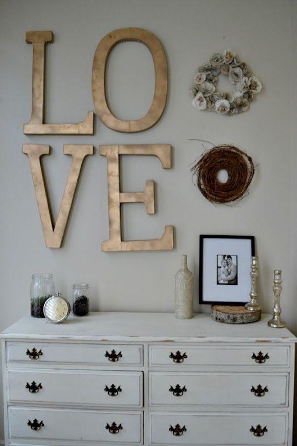 letras doradas en la pared