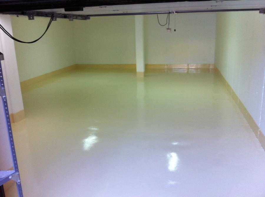 Pintura de suelo techo y paredes parking casa adosada for Pintura suelo parking