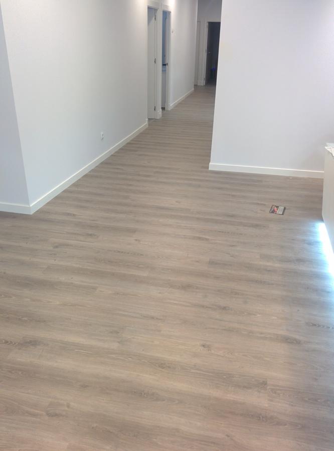Parquecite sl instalaci n tarima laminada ac5 krnoswiss - Suelos laminados de madera ...