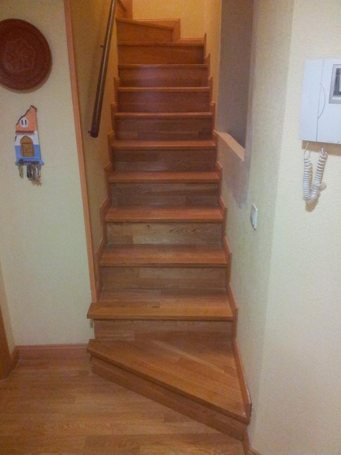 Parquecite sl escaleras de madera natural en toledo for Escaleras toledo