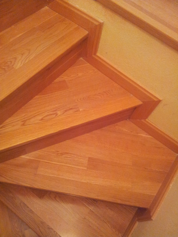 Parquecite sl escaleras de madera natural en toledo for Bar flotante de madera