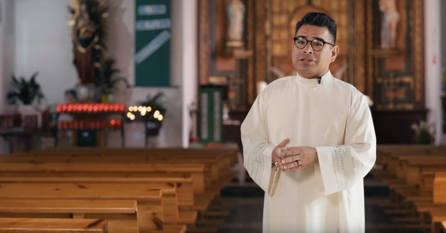Párroco de la Iglesia de San Tirso, Héctor Manuel Paña