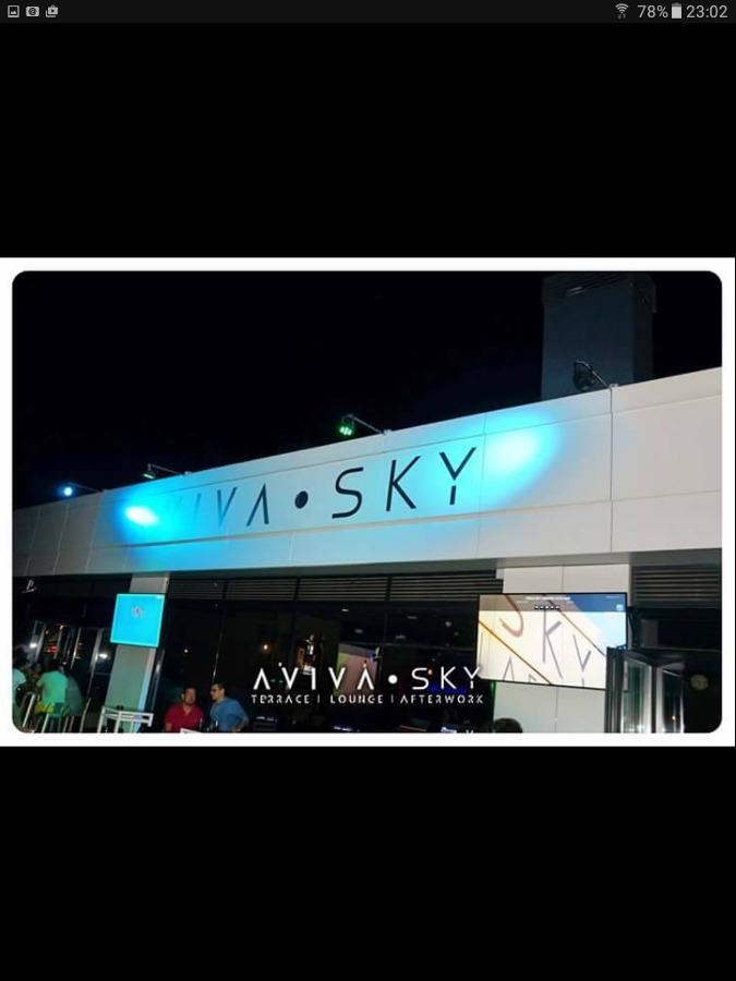 Parte de fachada de Aviva sky