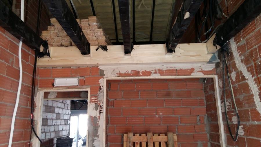 Parte de la estructura de madera del altillo