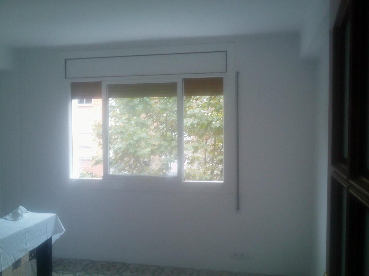 Parte de la ventana del salón ya tratada sin gotelé y pintada