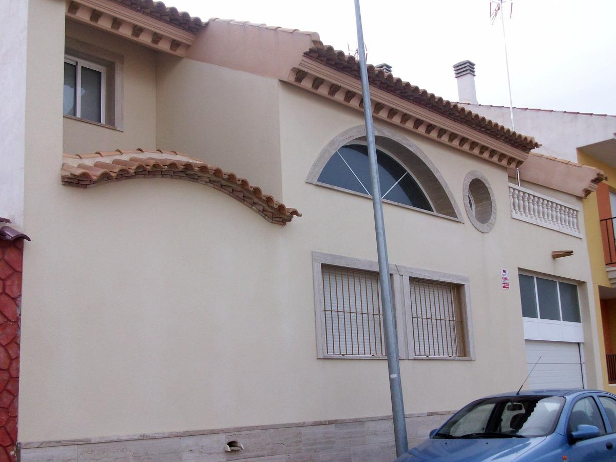 Foto parte porterior fachadas color marfil de estucados for Fachadas casas color arena