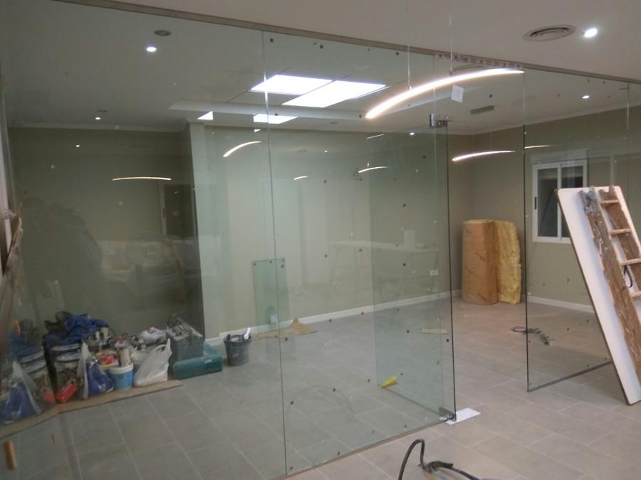Partición de vidriera Sala de Juntas y Despacho Director