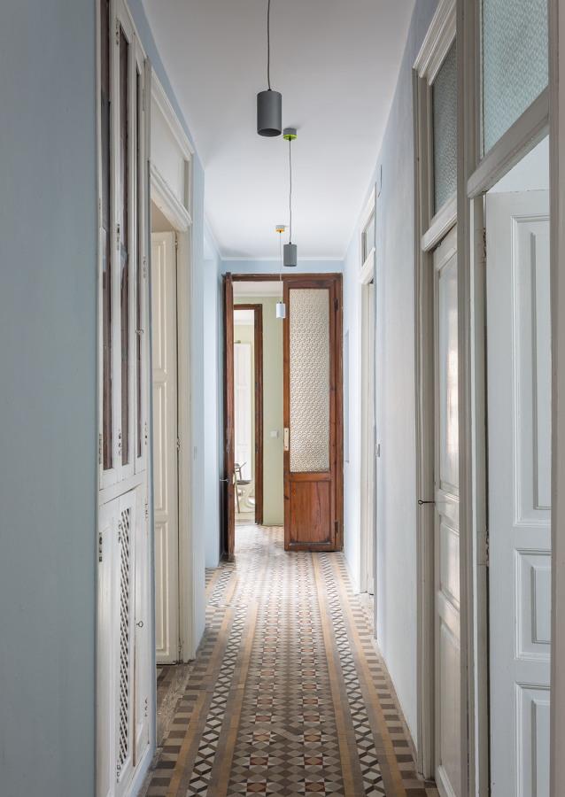 Una vivienda muy luminosa con el suelo de mosaico perfecto for Ver pisos decorados