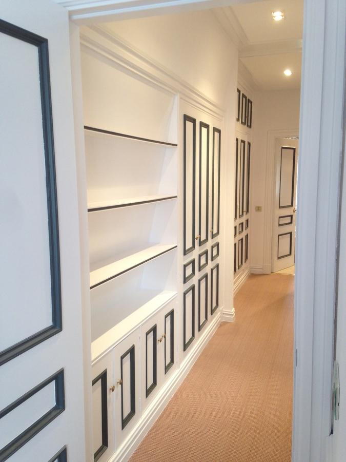 White black barrio de salamanca madrid ideas pintores for Moqueta pasillo