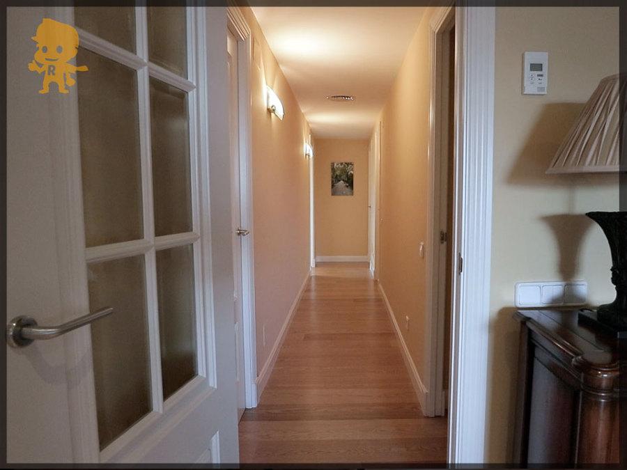 Reformar suelos y molduras en puerta de hierro en madrid for Reformar puertas