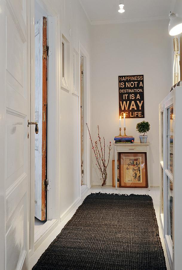 C mo exponer obras de arte en tu casa ideas decoradores - Cuadros para recibidor ...