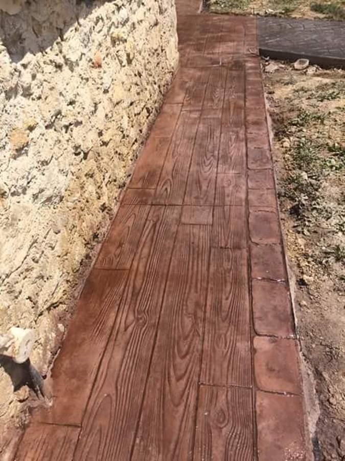 Foto pasillo con imitacion de madera de hormigon impreso for Hormigon impreso vizcaya