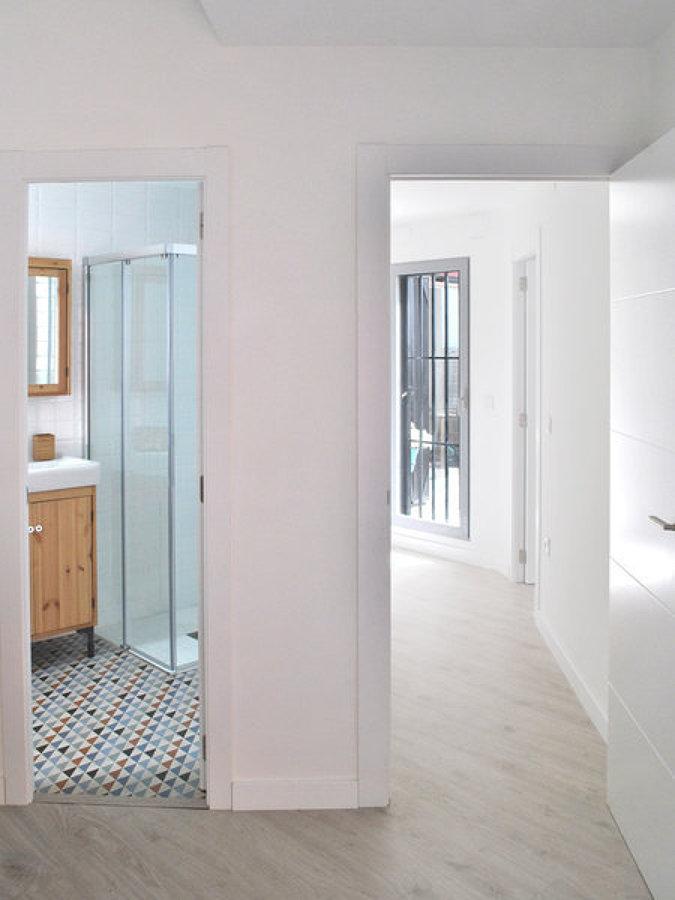 Foto pasillo con pintura en blanco de miv interiores 1245317 habitissimo - Miv interiores ...