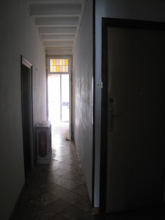 pasillo hacia la parte frontal de la vivienda