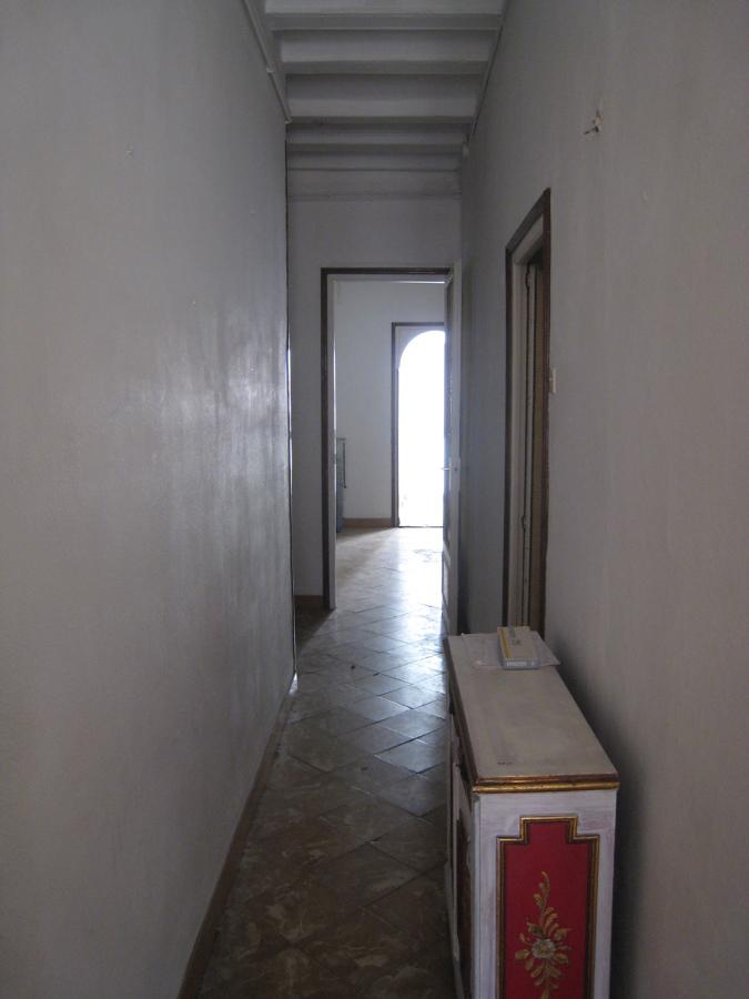 pasillo hacia la parte trasera de la vivienda