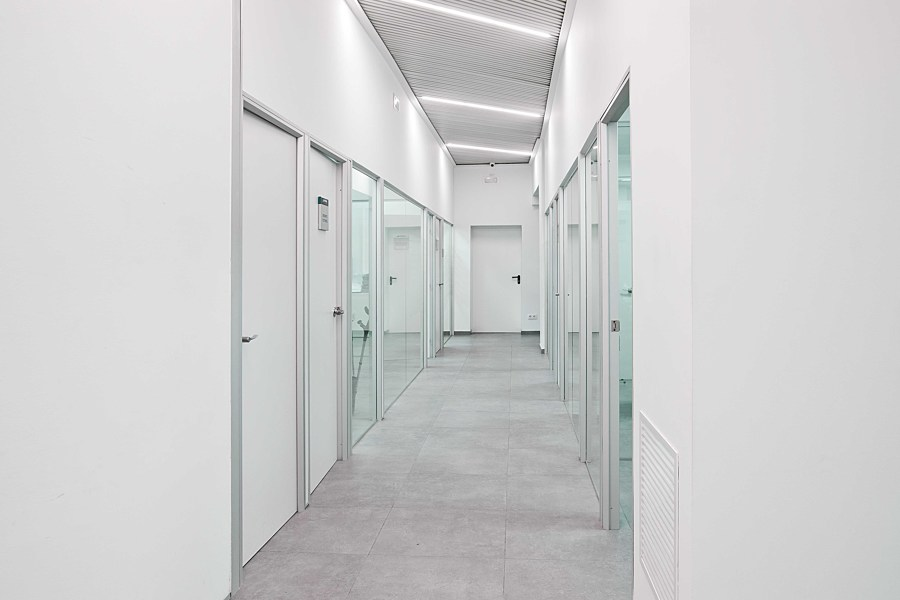Pasillo oficinas / Divisores modulares