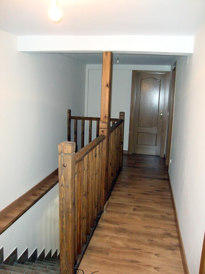 Pasillo y escaleras. Planta primera
