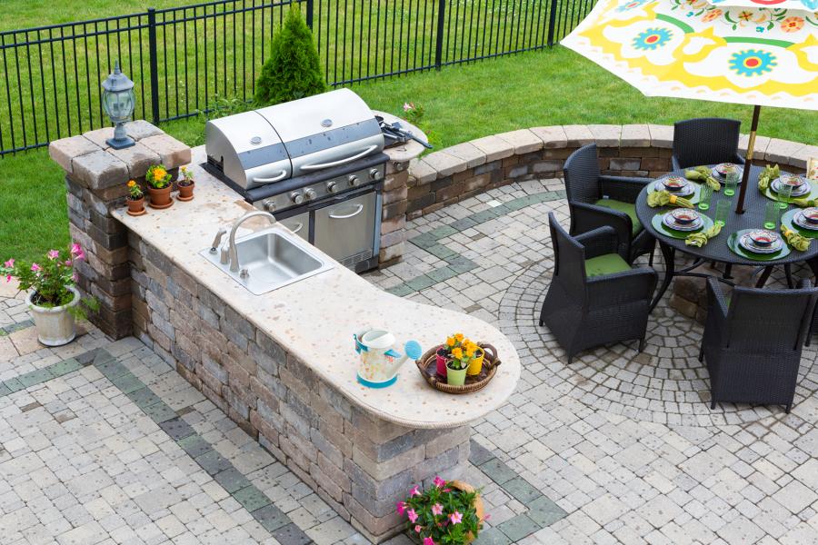 patio con cocina exterior