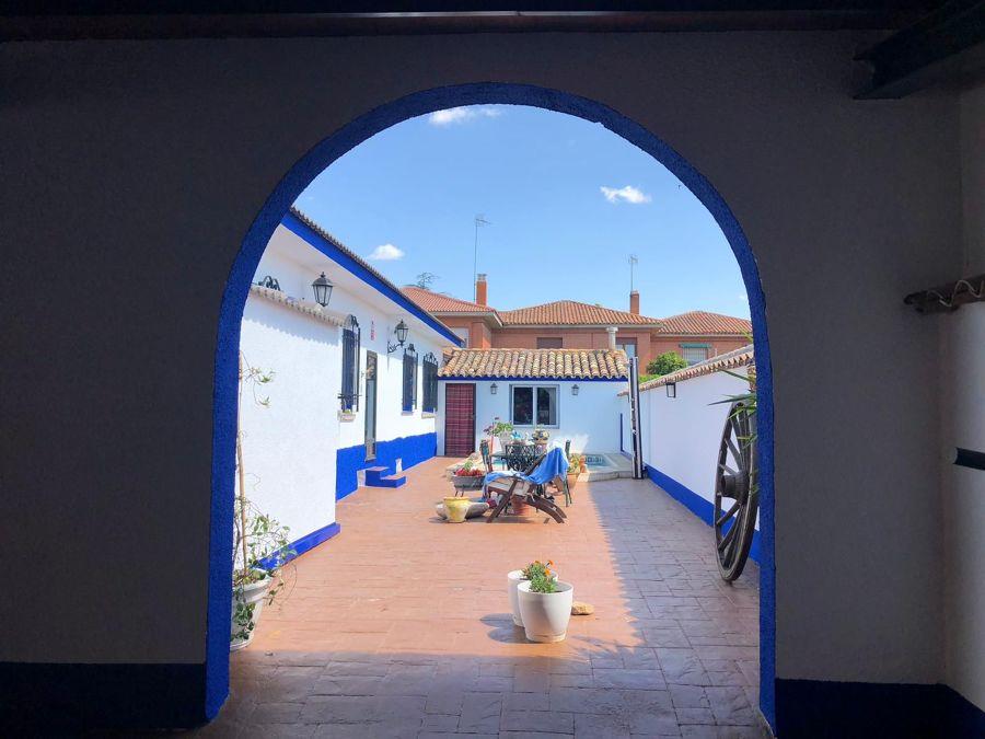 Patio en blanco y azul