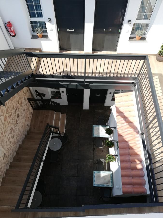 Patio interior con acceso a las habitaciones