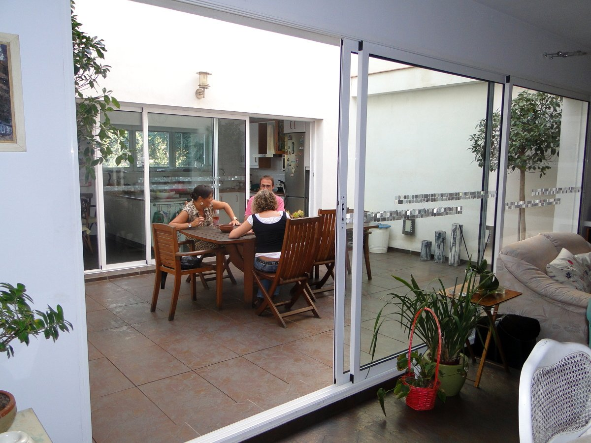 Vivienda unifamiliar entre medianeras ideas arquitectos for Decoracion patios interiores modernos