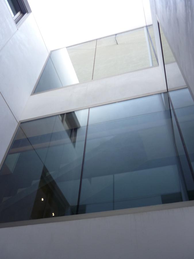 Patio interior y ventanas