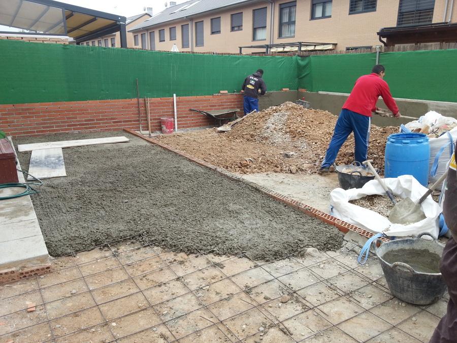 Patio r stico ideas construcci n muros for Suelos patios rusticos