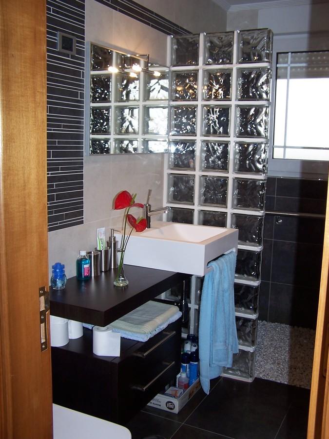 Foto paves en ba o y ducha piedra de construcciones - Paves en banos ...