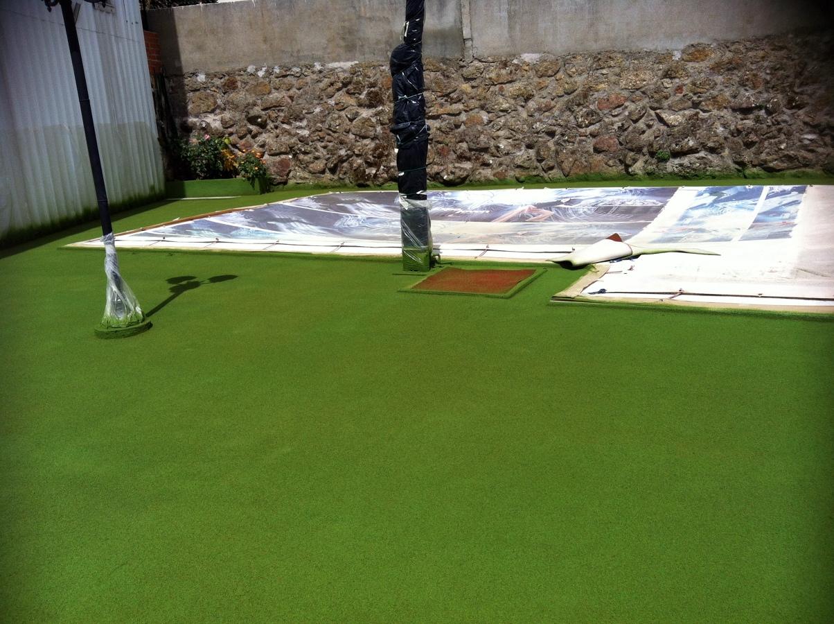 Foto pavimento antideslizante para piscinas de decoproyec for Pavimento para piscinas
