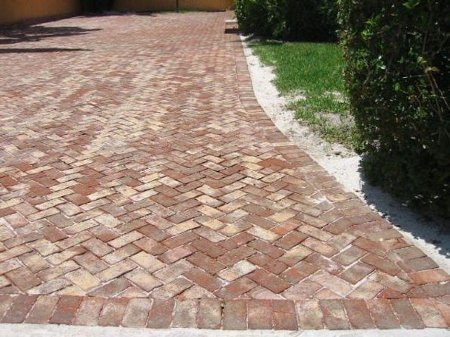Pavimentaci n exterior caminos y senderos en patios y for Construccion de piscinas con ladrillos