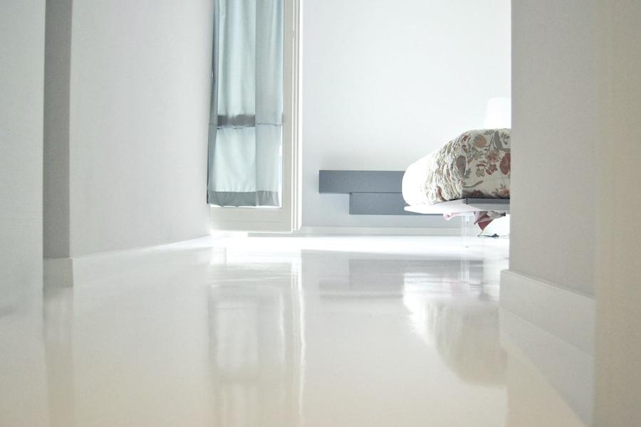Suelos de resina o pavimento epoxy c mo y d nde usarlos for Pintar suelo ceramico
