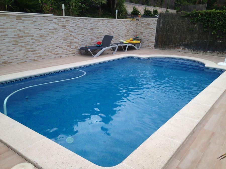 pavimento y alicatado de paredes de piscina