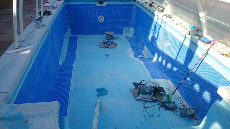 Rehabilitaci n de piscina de fibra de vidrio ideas for Pegamento para piscinas