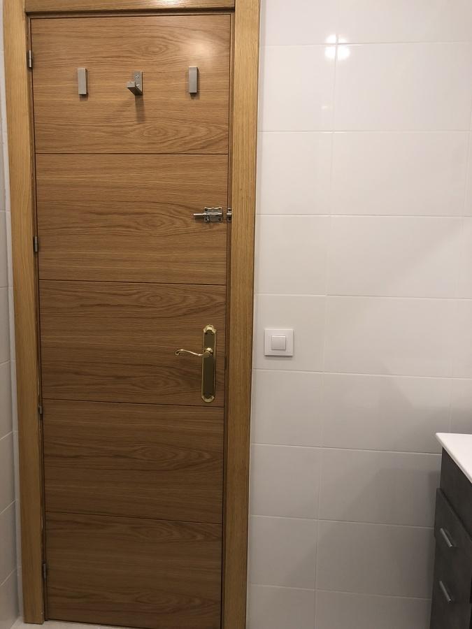 Perchas de la puerta del baño