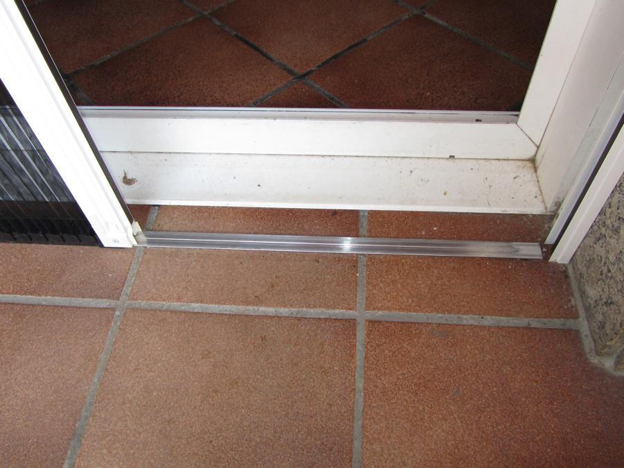 Instalaci n de mosquiteras ideas carpinter a aluminio - Mosquiteras con imanes ...