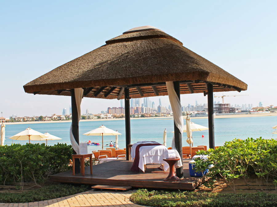 Foto p rgola a pi de playa de junco africano p rgolas for Busco hotel barato en barcelona
