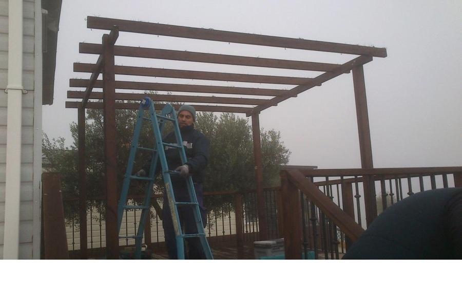 Pérgola durante su construcción