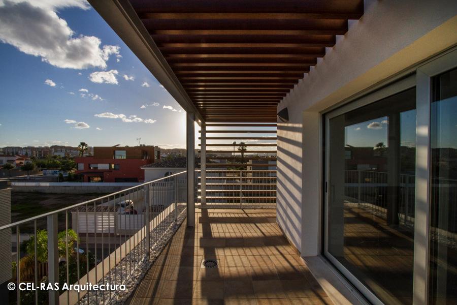 Pérgola en terraza superior.