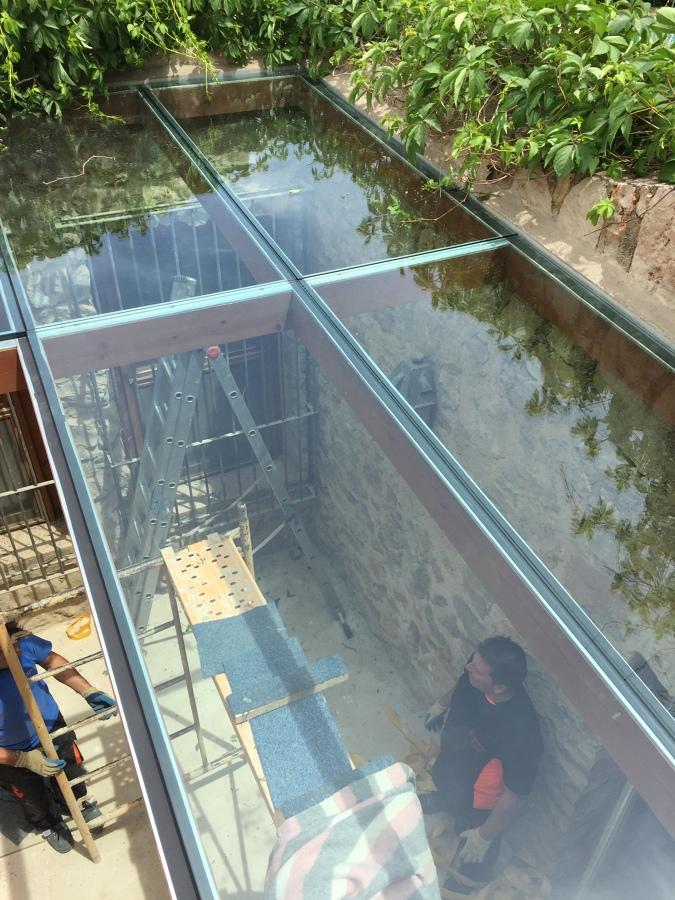 Foto p rgola madera vidrio laminado 10 10 de cristaleria for Piscina cubierta catarroja