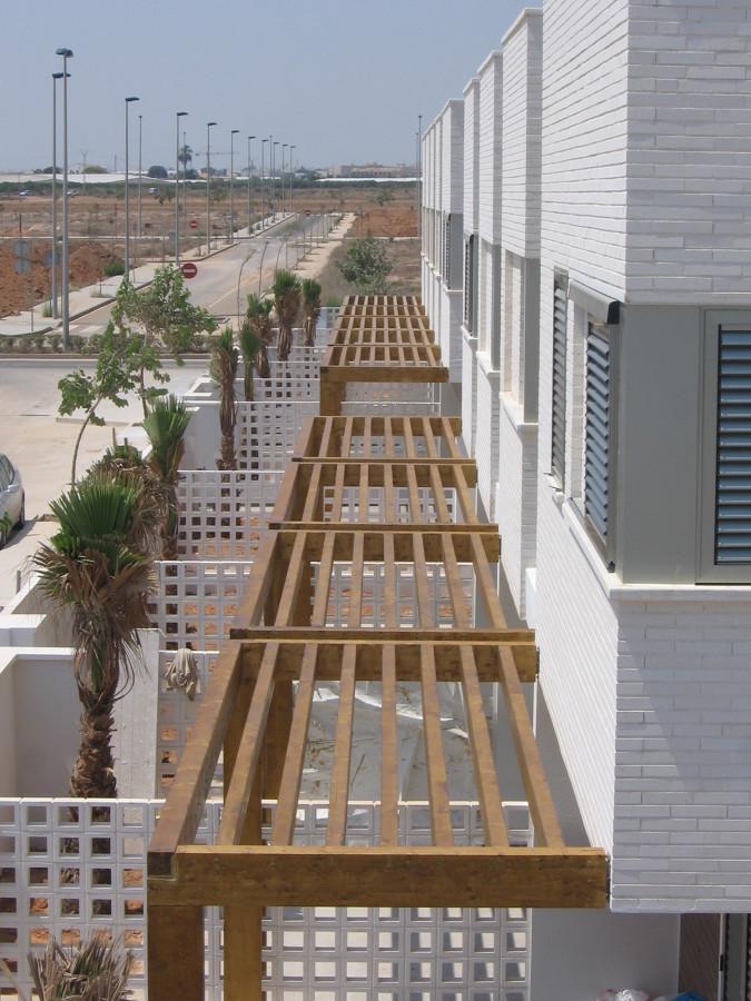 P rgolas de terraza en urbanizaci n pilar de la horadada for Construccion de casas en terrazas